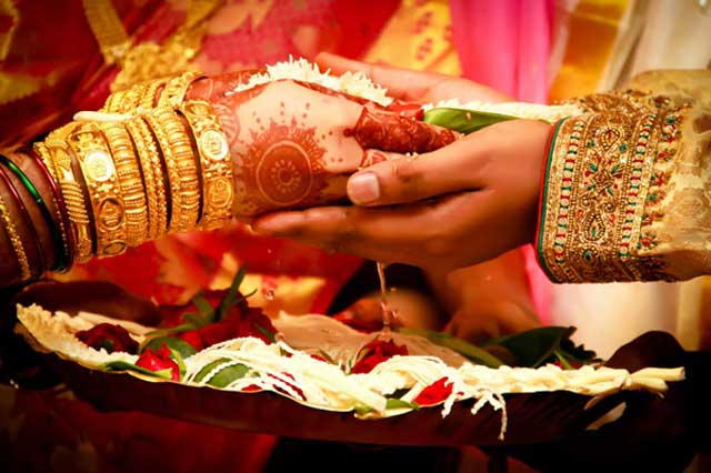 wedding-hands-hindu